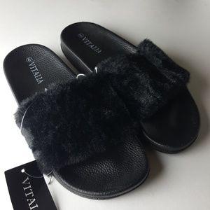 🎉Sold🎉New Black Fur Slides